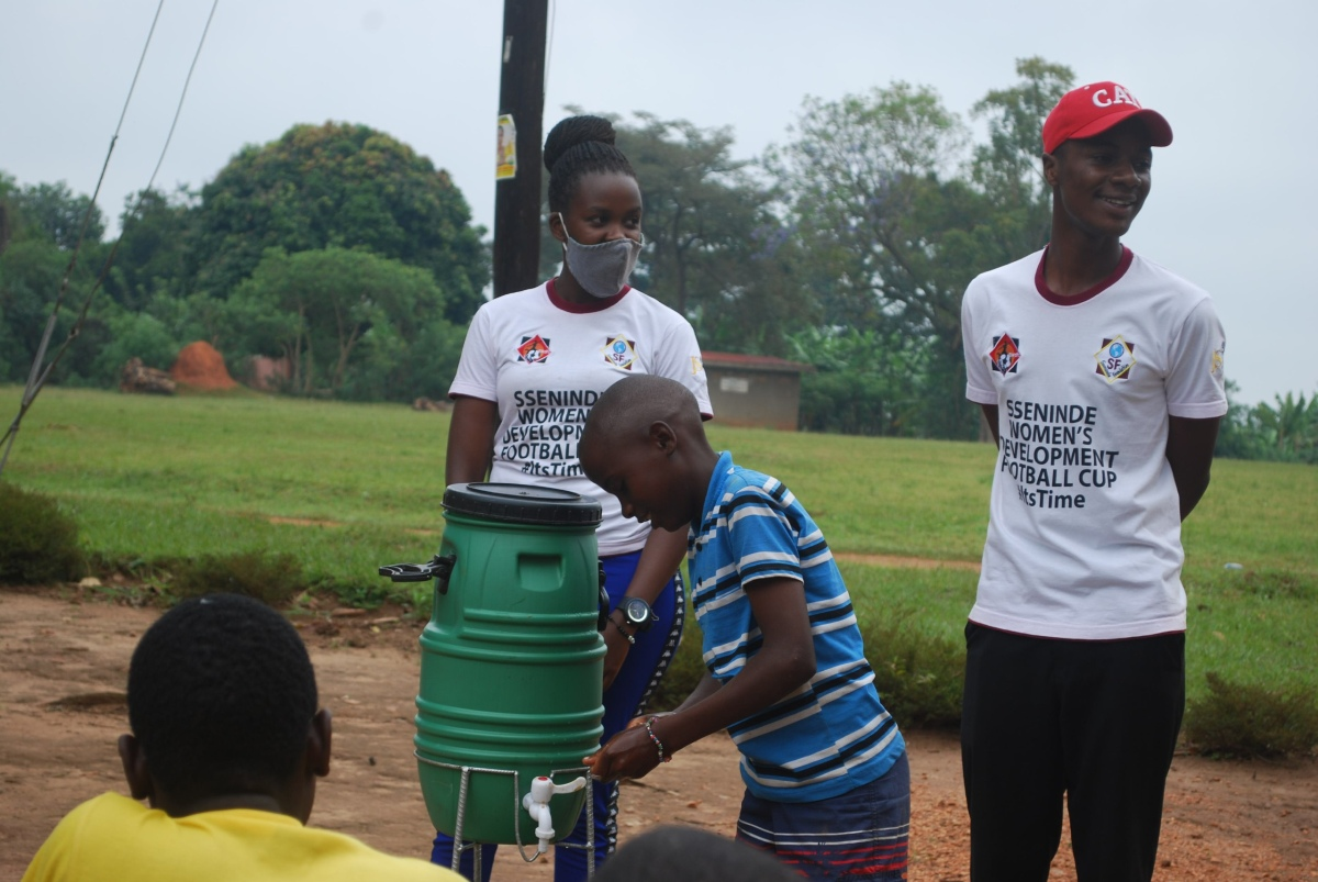 Sseninde Foundation visits the community, holds a successful hand washing sensitization activity